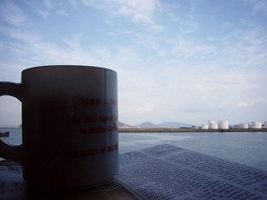 コーヒーと北浜の海
